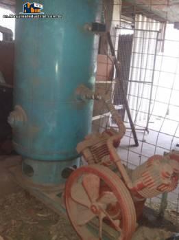 Compressor with pressure tank